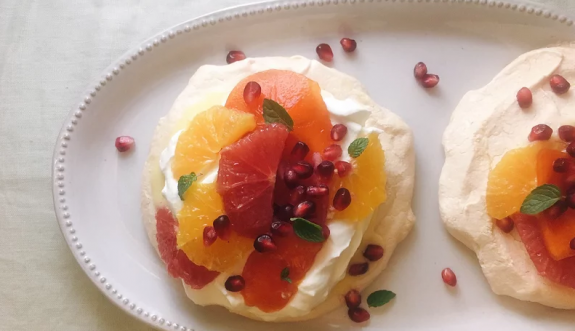 Pavlova with Winter Fruits